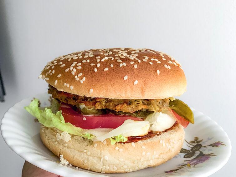 Domowy burger z mięsa wołowego