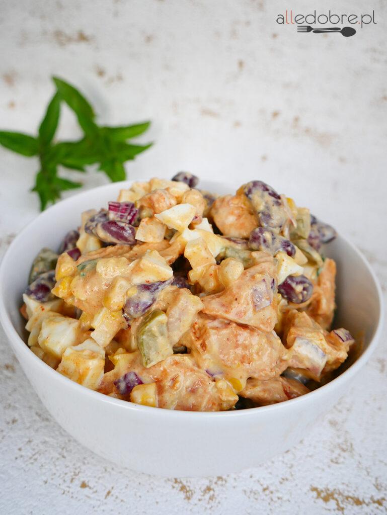 przepis na sałatka z kurczakiem i fasolą