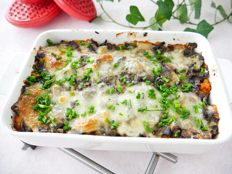Zapiekanka makaronowa z pieczarkami i serem mozzarella