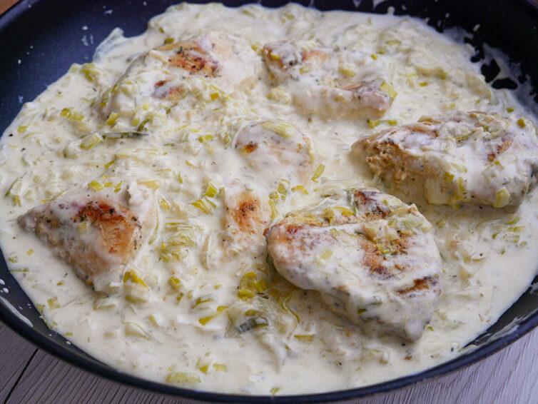 Fileciki z kurczaka w kremowym sosie porowym